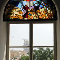 עקדת יצחק בחלון