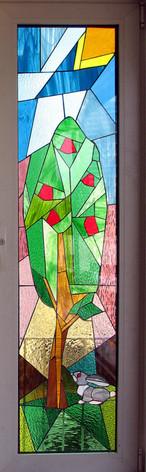 ויטראז בחלון. רוצי ארנבת בדירה בתל אביב