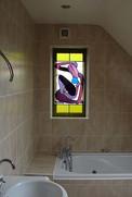 ויטראז'  המתקלחת בחלון ומוסיפה המון חן