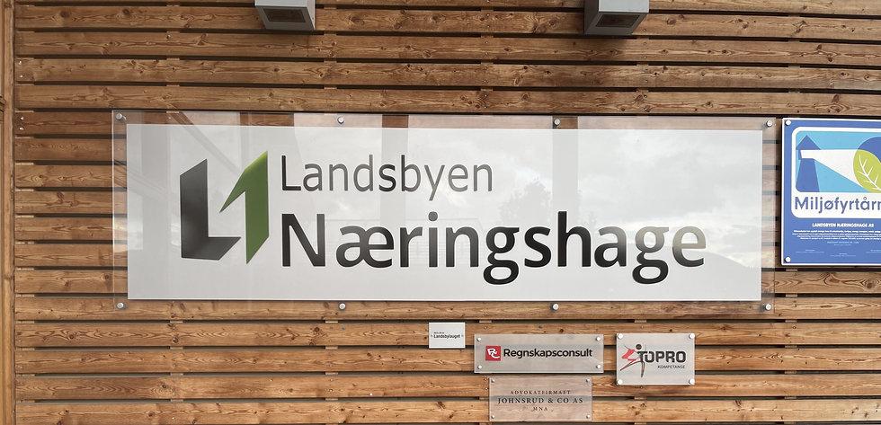 Landsbyen Næringshage   Reklameskilt   Eget trykk   Logo