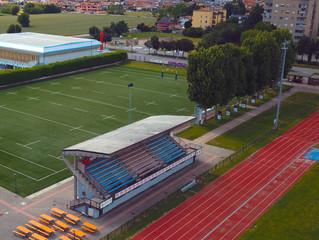 La tribuna del campo sportivo Venegoni-Marazzini avrà un nuovo tetto con fotovoltaico