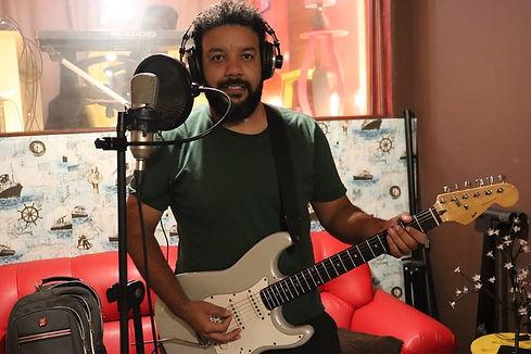 Marcos Brey - Guitarra e Voz
