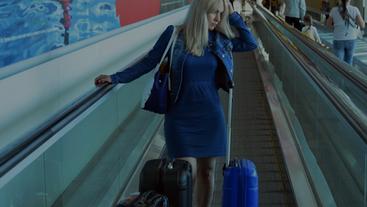 La señora de azul