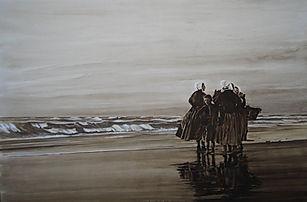 Des femmes devant une mer agitée, bavardes en attendant le retour des marins.