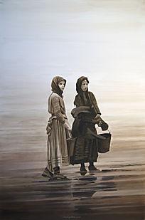 Deux femmes attendentsur la plage le retour des pêcheurs.