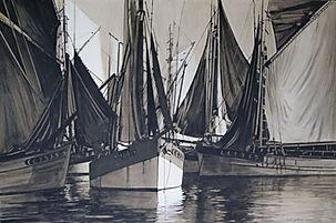 voiliers voiles déployées dans le bassin d'un port.
