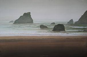 Beach rocks sea Plage de sable, rochers dans une mer agitée, brume