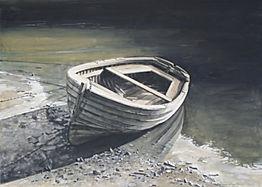 Barque échouée dans un port.