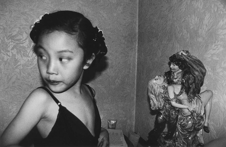 7 인효진_Playing House of the Doll _ Glance, 28×36cm, Pigment Print, 1999.jpg