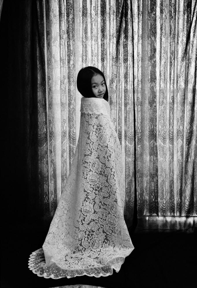 1 인효진_The Playing House of the Doll_Princess Dress, 28×36cm, Pigment Print, 1999.jpg