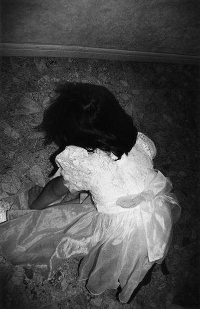 16 인효진_Playing House of the Doll _ Unbearable, 28×36cm, Pigment Print, 1999.jpg