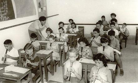 Tzvi Avni teaching