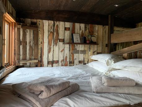 Wicket Hut Bed