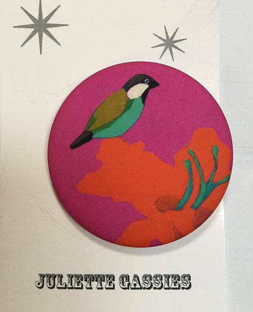Juliette Gassies — Badge oiseau fond rose