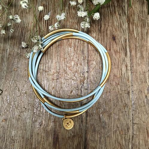 Sence — 5 Bracelets cuir bleu ciel et laiton doré