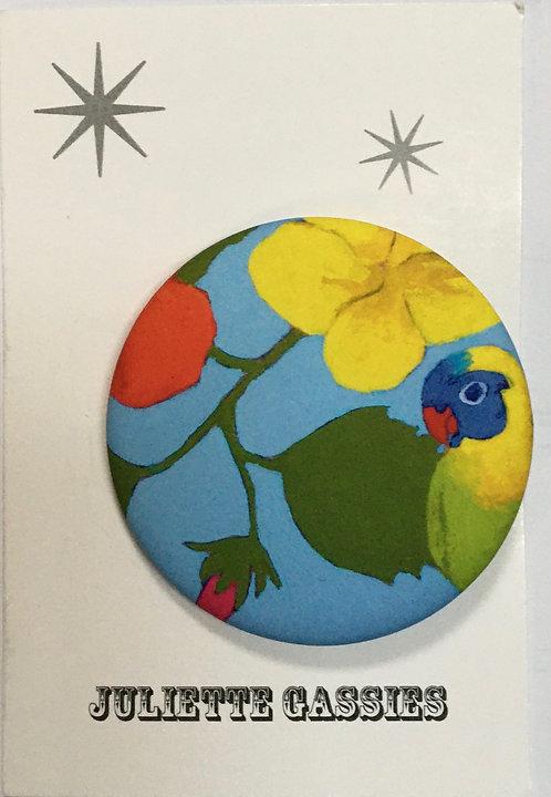 Juliette Gassies — Badge perroquet turquoise