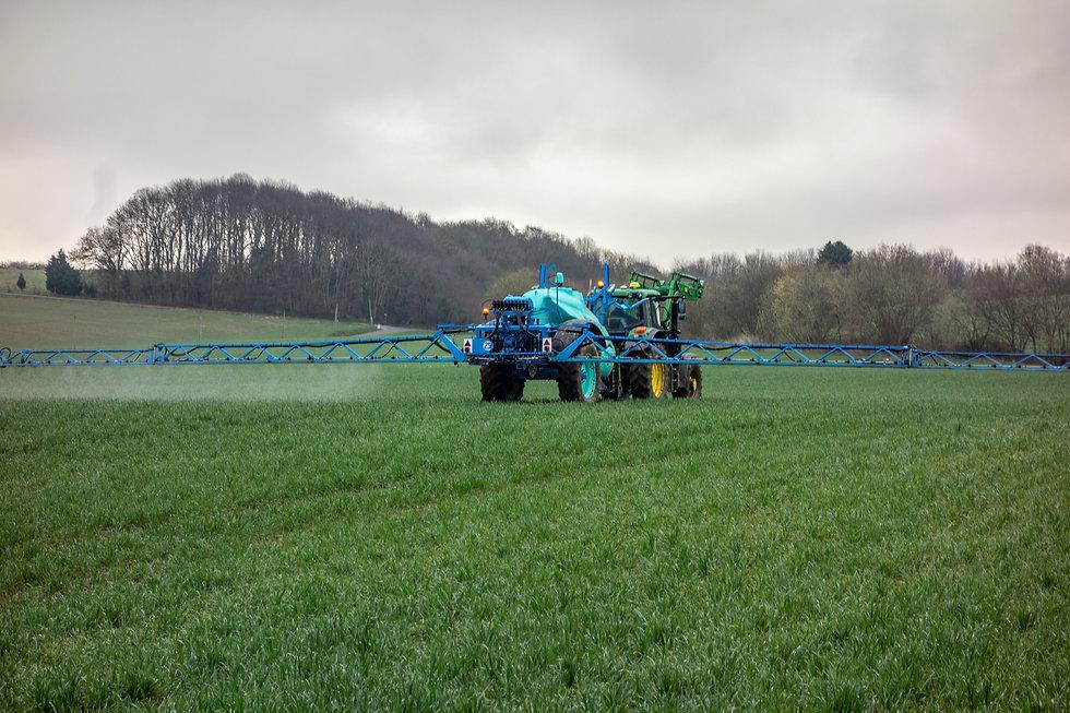 tractor-4217686.jpg