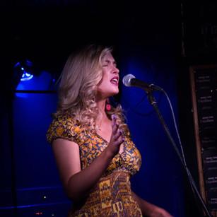 Sara_Ryan_Singing_Live