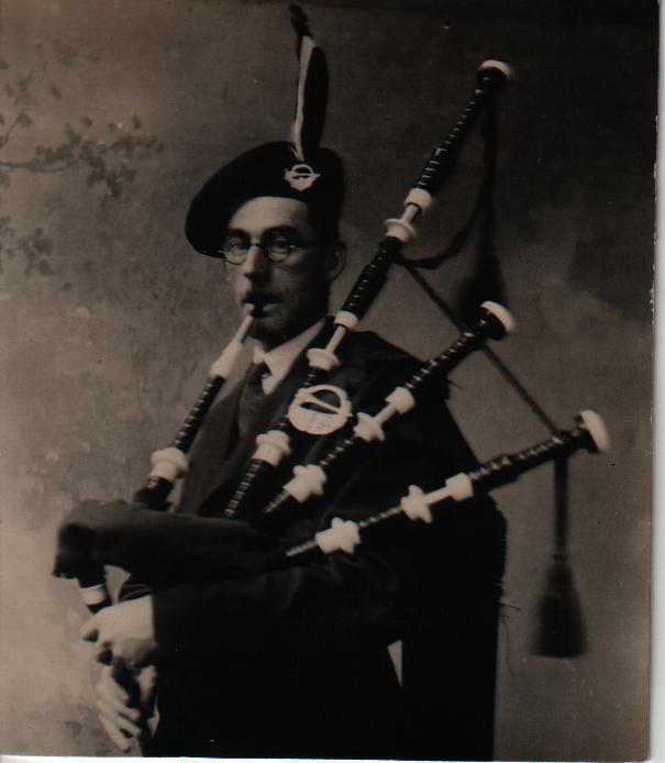 Pipe Maker Tadhg O Crualaoi