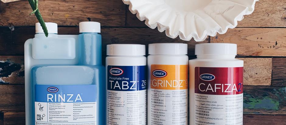 Rengøring og vedligeholdelse af dit kaffeudstyr med produkter fra Urnex.