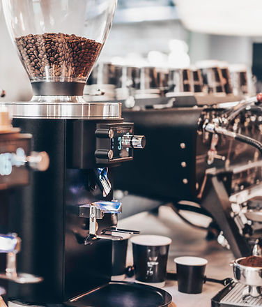 Tyske Mahlkönig er en av de ledende merkene for profesjonelle kverner og har dedikert seg til kverning av kaffe i mer enn 80 år. De legger sjela si i knivbladene og dets stål, og resultatet er kverner av aller høyeste kvalitet.