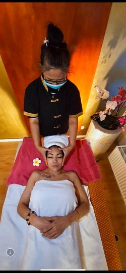 Entspannende Kopfmassage