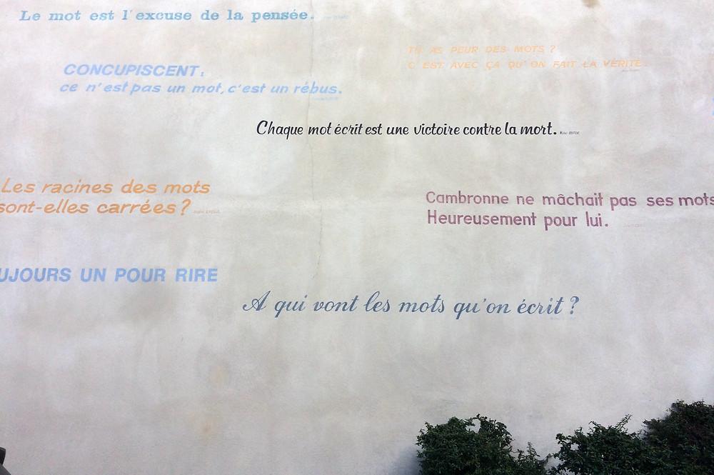 Sur un mur Charité sur Loire