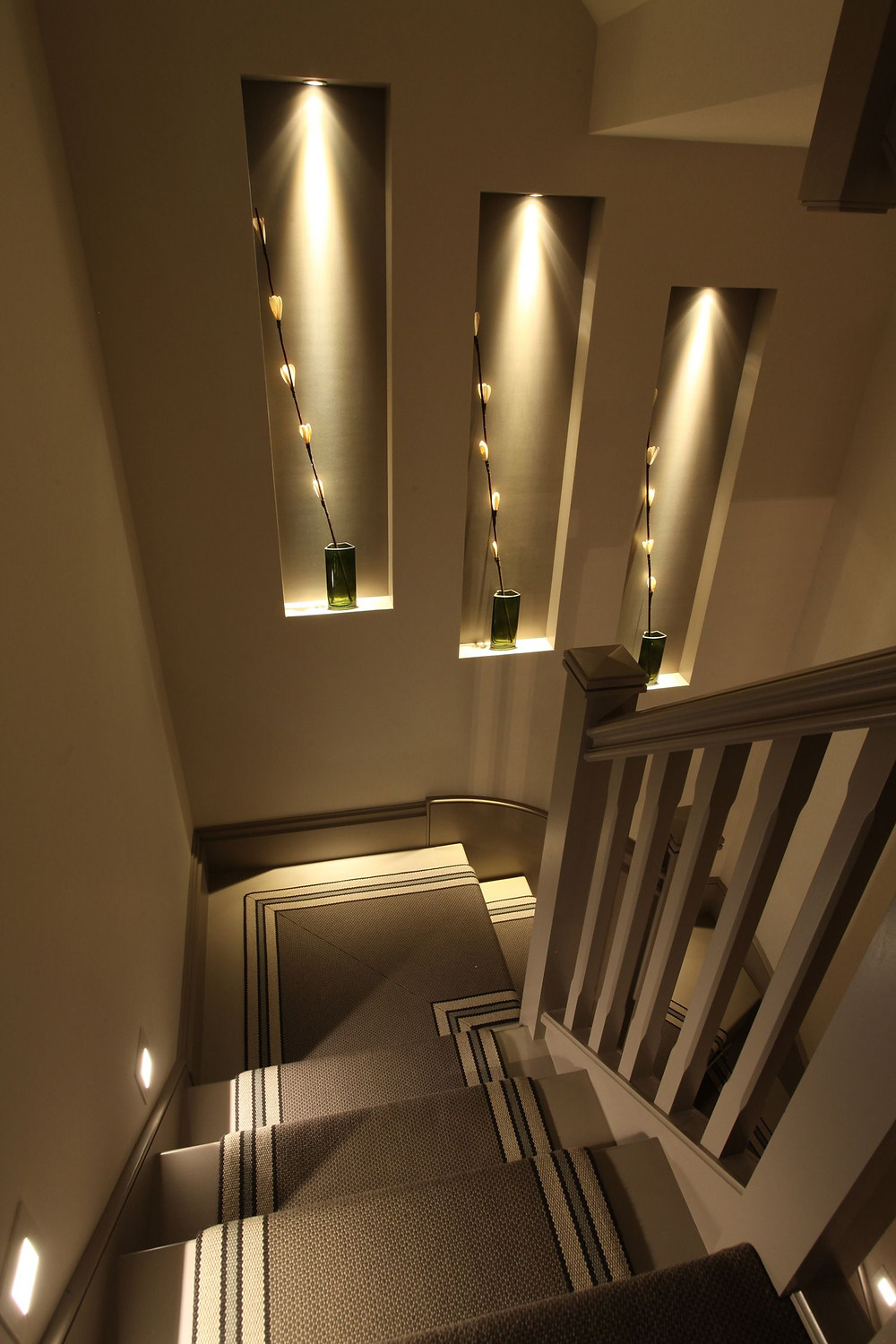 Figure 2 illustrates accent lighting within the wall alcoves – Image credit pintrest