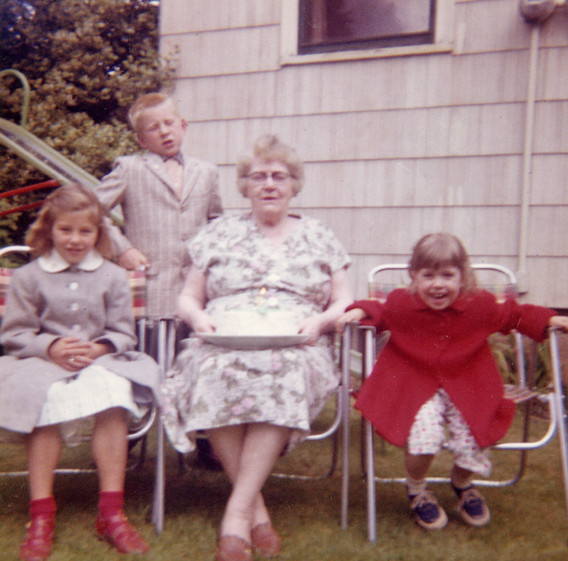 Mary Valanta with her Great-Grand-Children
