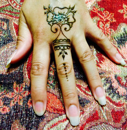 Small henna design by Fey Faces