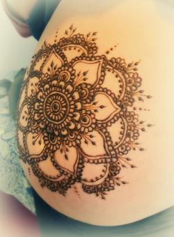Henna pregnancy art