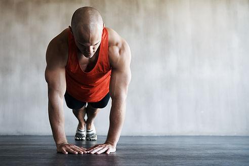 Hombre haciendo pushup
