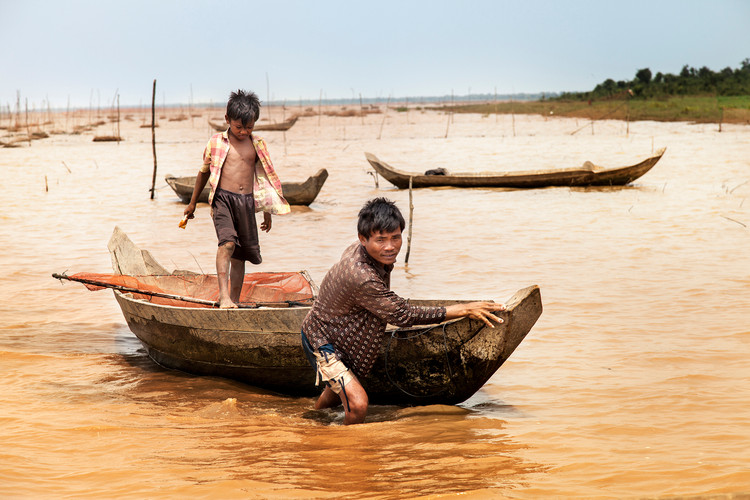 Fhishing.Tonle Sap, Cambodia