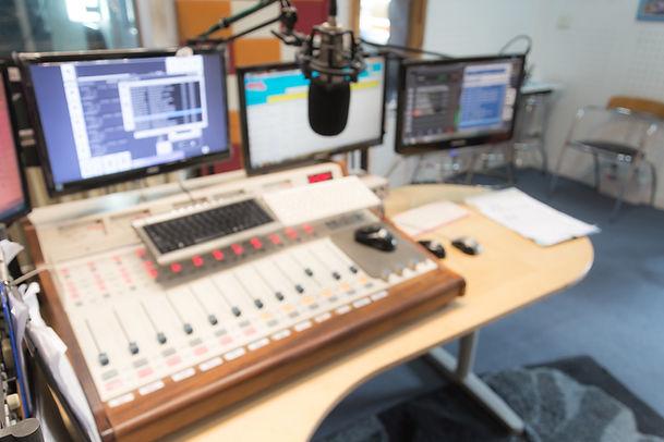 adjusting-digital-control-radio-engineer