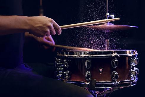 drum-sticks-hitting-snare-drum-with-spla