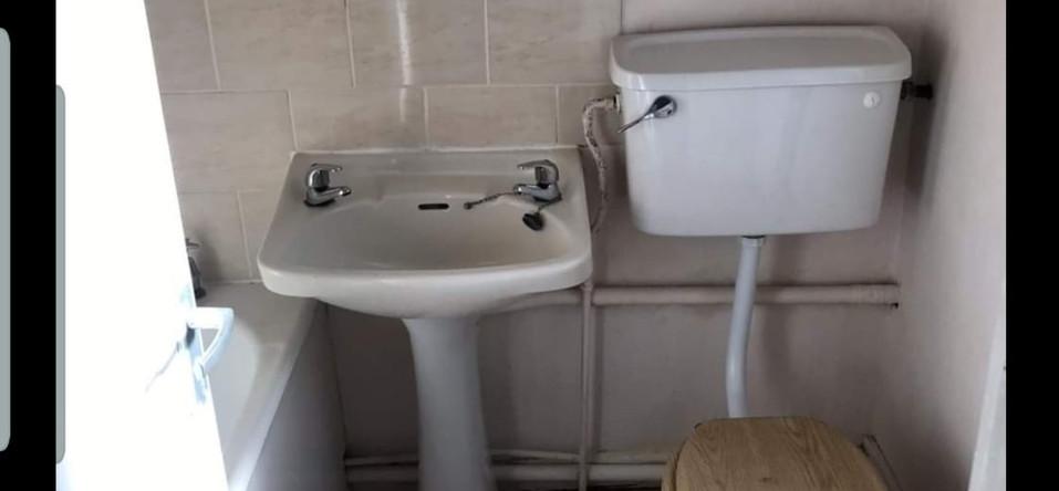 Bathroom_Before.jpeg