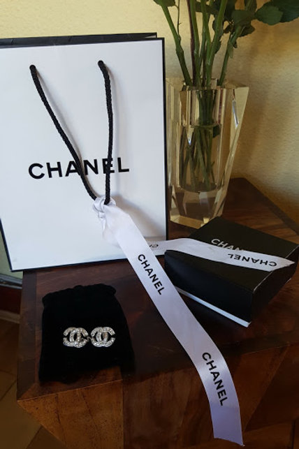 Authentic  Chanel  Vintage  CC Logo Crystals Pierce Earring