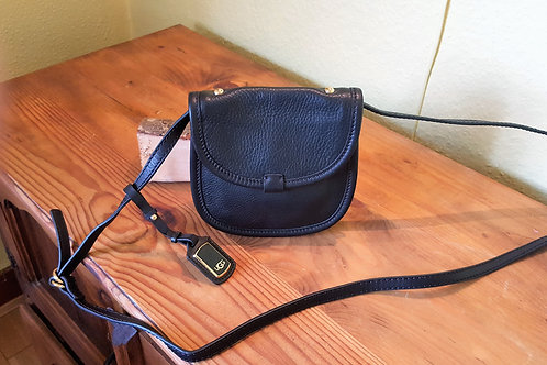 UGG  BLACK LEATHER CROSS BODY BAG  / SOLD