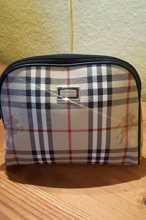 ICONIC BURBERRY   CLUTCH BAG  SOLD
