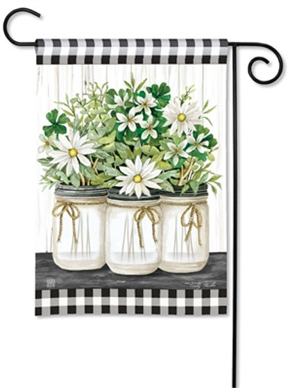 Farmhouse Daisies Garden Flag