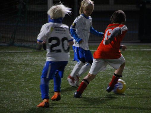 Fotball junior utsetter all trening inne, men holder igang ute!