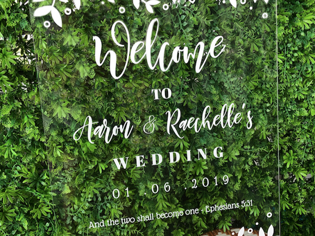 Should I get an acrylic signage for my wedding?