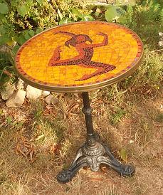 Table danseuse en mosaïque