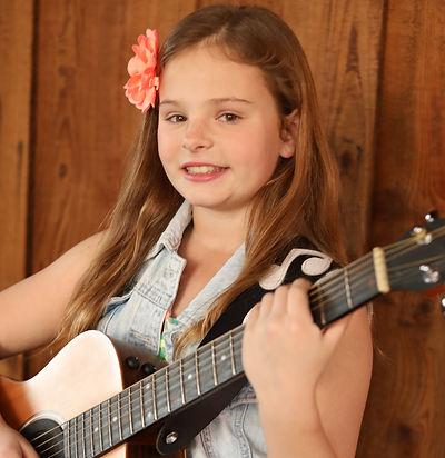 Hannah Roby-Singer-Songwriter-Guitarist