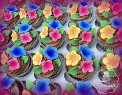 floral petunia cupcakes