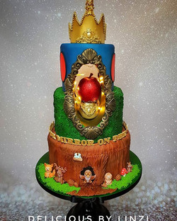 Snow white showstopper cake