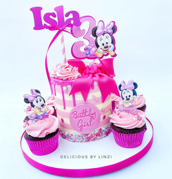 mouse cake with matching cpcakes