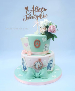 Vintage style Alice in wonderland cake i