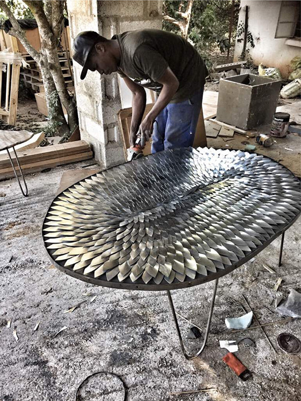 Angel wing coffee table assembly