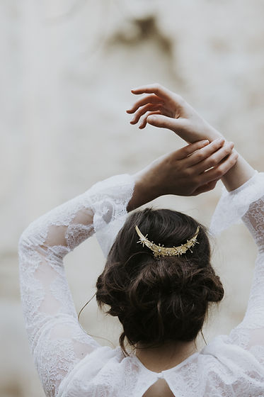 Bridal headpiece made in Rome, Italy. Celestial bridal haircomb with moon shape, stars and swarovski crystals.